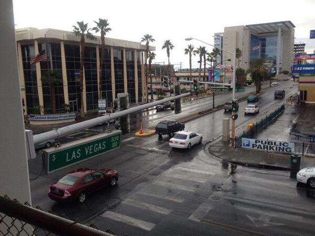 Light rain fell Friday morning in downtown Las Vegas. (Carri Geer/Las Vegas Review-Journal)