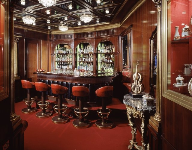 Hassler Bar feels as if it were made for secret rendezvous, with a seductive cocktail menu to match. (Hassler Bar, Hotel Hassler Roma/CNN)