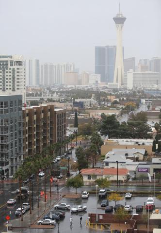 Rain falls on downtown near Regional Justice Center Thursday, Nov. 21, 2013, in Las Vegas. (Ronda Churchill/Las Vegas Review-Journal)