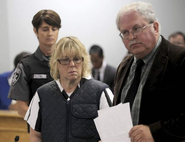 Joyce Mitchell stands with her lawyer, Steven Johnston, as she appears before Judge Buck Rogers in Plattsburgh City Court, Plattsburgh, New York, June 15, 2015. (Reuters/G.N. Miller/NY Post/Pool)