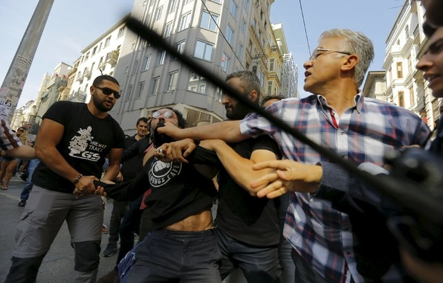Plainclothes police officers disperse LGBT rights activists before a Gay Pride Parade in central Istanbul, Turkey, June 28, 2015. (Huseyin Aldemir/Reuters)