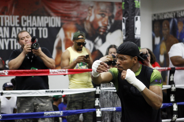 Shawn Porter warms up at the Floyd Mayweather Boxing Club on Wednesday, June 17, 2015, in Las Vegas. Shawn Porter and Adrien Broner will fight this Saturday at the MGM. (James Tensuan/Las Vegas-Re ...