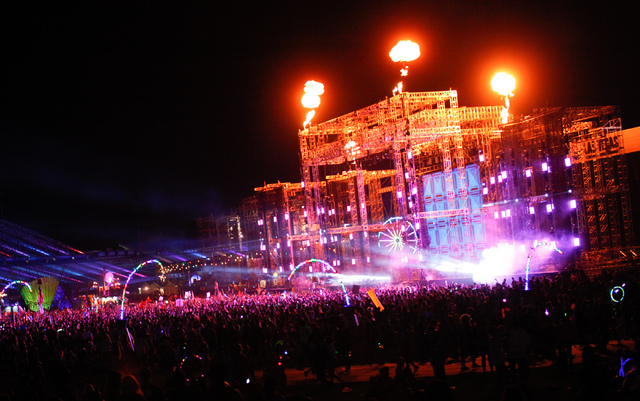 A look back at the electric daisy carnival photos las for Las vegas motor speedway edc