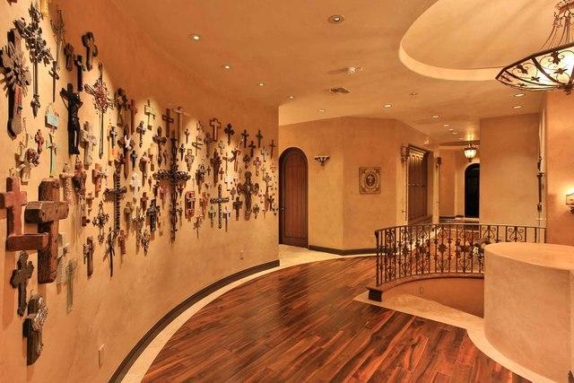 Hallway.  (Courtesy photo)
