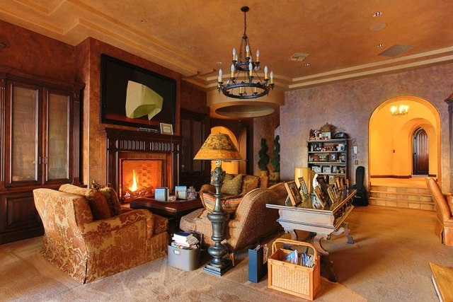Sitting area in the master suite.  (Courtesy photo)
