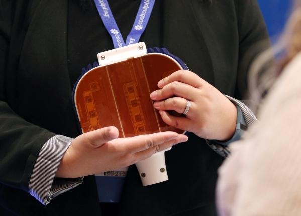 Wendy Suljak of ZELTIQ Aesthetics holds an applicator. (Ronda Churchill/Las Vegas Review-Journal)