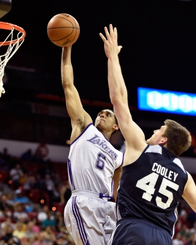 Los Angeles' Jordan Clarkson (6) goes to the basket against Utah's Jack Cooley during an NBA Summer League game at the Thomas & Mack Center on Friday, July 17, 2015, in Las Vegas. (Dav ...