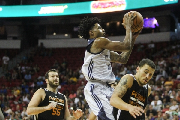 Larry Drew II (7) shoots against the Phoenix Suns at the Thomas and Mack Center in Las Vegas on Sunday, July 19, 2015. (James Tensuan/Las Vegas Review-Journal) Follow James Tensuan on Twitter