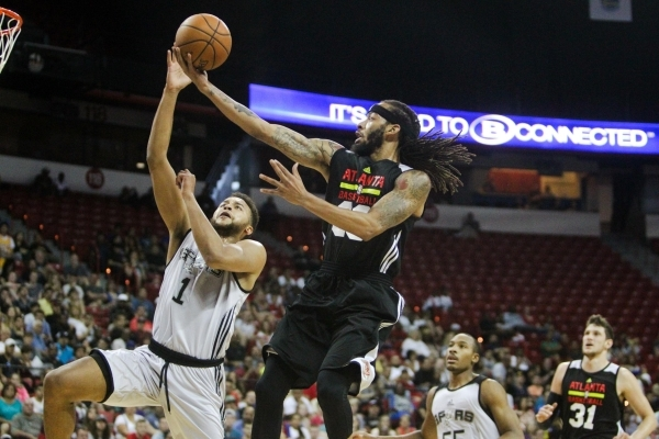 Terran Petteway (33) of the Atlanta Hawks is blocked by Kyle Anderson (1) of the San Antonio Spurs at the Thomas and Mack Center in Las Vegas on Sunday, July 19, 2015. (James Tensuan/Las Vegas Rev ...