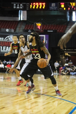 Terran Petteway (33) of the Atlanta Blackhawks looks for an opening player at the Thomas and Mack Center in Las Vegas on Sunday, July 19, 2015. (James Tensuan/Las Vegas Review-Journal) Follow Jame ...