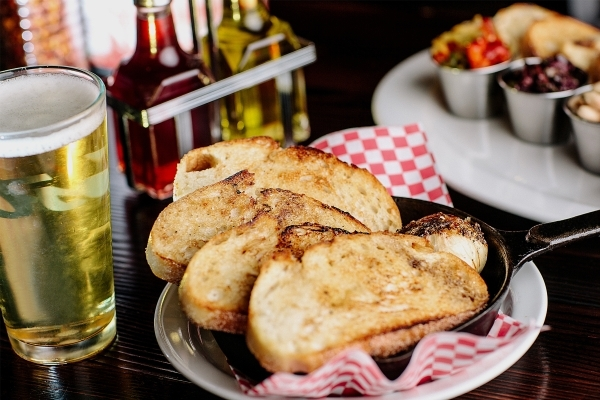 Not Your Mamma's Garlic Bread at Slice of Vegas in the  Shoppes at Mandalay Place. (Courtesy)