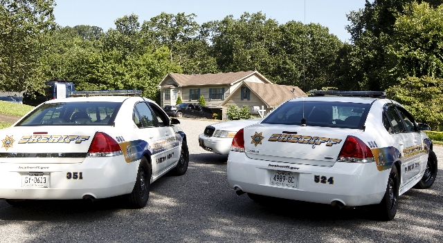 Sheriff deputies' cars sit in front of the house of where suspected gunman Mohammod Youssuf Abdulazeez lived in Hixson, Tennessee, July 17, 2015. (Tami Chappell/Reuters)
