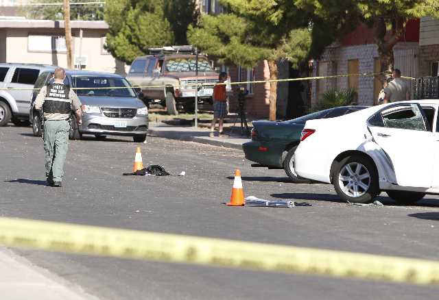 A Las Vegas police officer investigates an early morning stabbing in the 2100 block of Sunrise Avenue on Wednesday, July 29, 2015. BIZUAYEHU TESFAYE/LAS VEGAS REVIEW-JOURNAL / FOLLOW HIM: @ BIZUTE ...