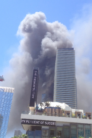 Smoke from the fire at The Cosmopolitan of Las Vegas is seen from Pink's Hot Dogs next to Planet Hollywood on Saturday, July 25,2015. (Courtesy/Cindy Miller)