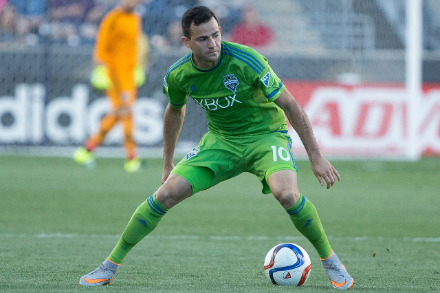 Seattle Sounders FC midfielder Marco Pappa (10) controls the ball against the Philadelphia Union at PPL Park in Philadelphia, PA, on Jun 24, 2015. The Union won 1-0. (Bill Streicher/USA Today Sports)