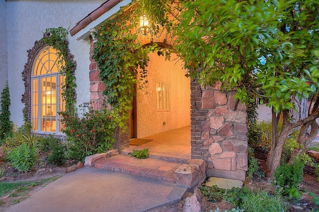 Breaking Bad fans going through withdrawal, listen up: You can buy Jesse Pinkman's house. But it will take some serious cash, the home is listed for $1.6 million. (CNN)