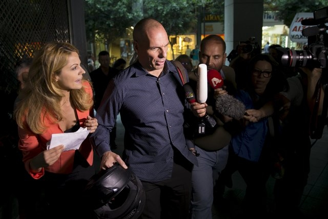 Greek Finance Minister Yanis Varoufakis surrounded by the media as he leaves Finance Ministry building in Athens, Greece, July 1, 2015. (Reuters/Marko Djurica)