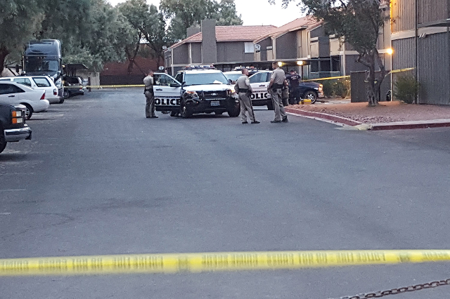 Police investigate a shooting near Karen Ave. and Maryland Parkway. (Ricardo Torres/Las Vegas Review-Journal)