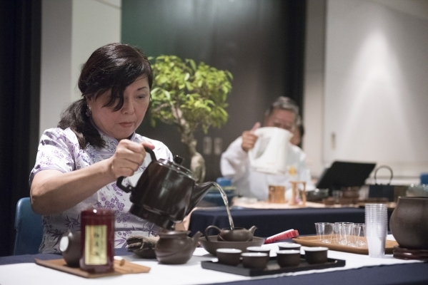 Ina Huang prepares tea during the Chinese Tea Ceremony & Culture Exhibition at Sahara West Library in Las Vegas, Saturday, Aug. 8, 2015. (Jason Ogulnik/Las Vegas Review-Journal)