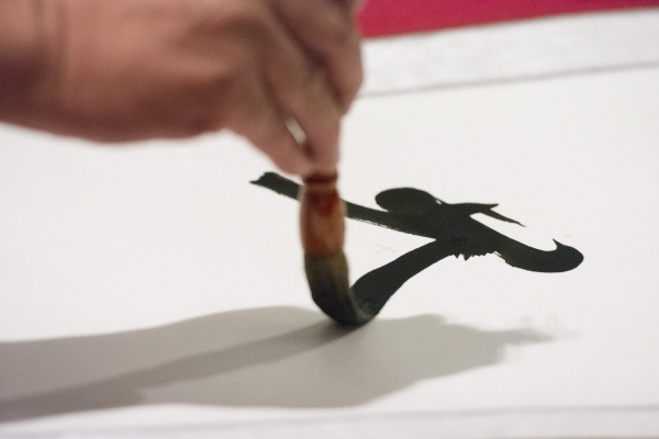 Pengchi Bi gives a calligraphy demonstration during the Chinese Tea Ceremony & Culture Exhibition at Sahara West Library in Las Vegas, Saturday, Aug. 8, 2015. (Jason Ogulnik/Las Vegas Review-J ...