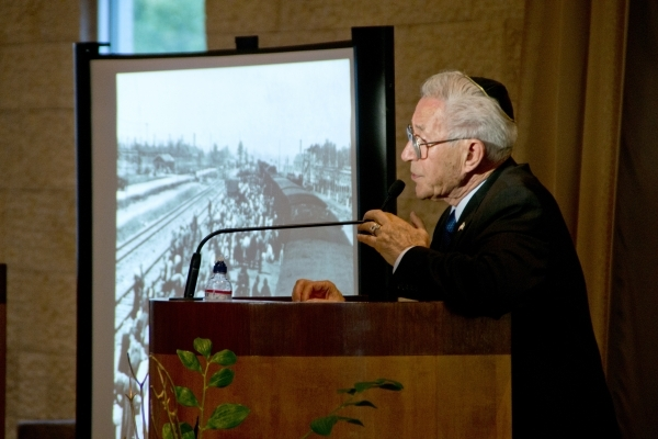 Las Vegas author Ben Lesser speaks about his experiences in concentration camps during the Holocaust at an event at Midbar Kodesh Temple in Henderson Wednesday. Daniel Clark/Las Vegas Review-Journal