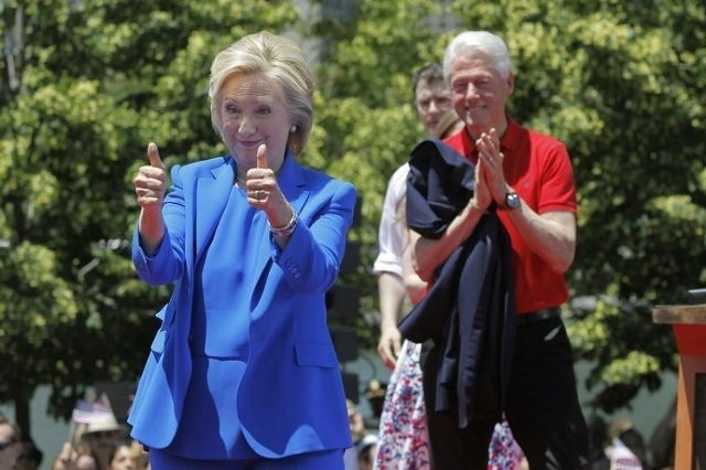 Hillary and Bill Clinton (Reuters/Carlo Allegri)