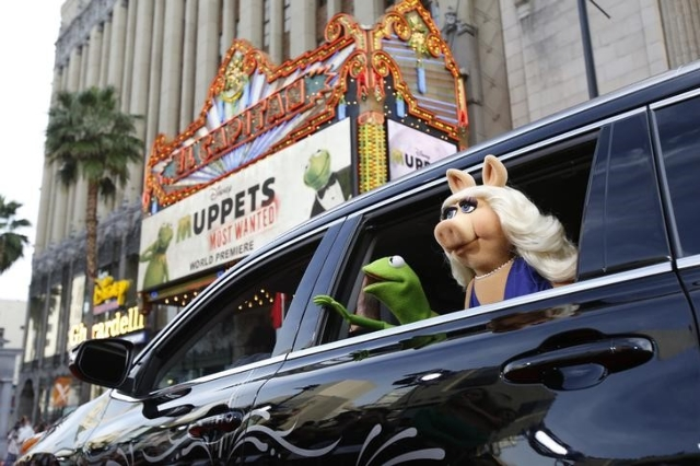 "The characters of Kermit and Miss Piggy arrive at the premiere of ""Muppets Most Wanted"" at El Capitan theatre in Hollywood, California March 11, 2014. (Mario Anzuoni/Reuters)"