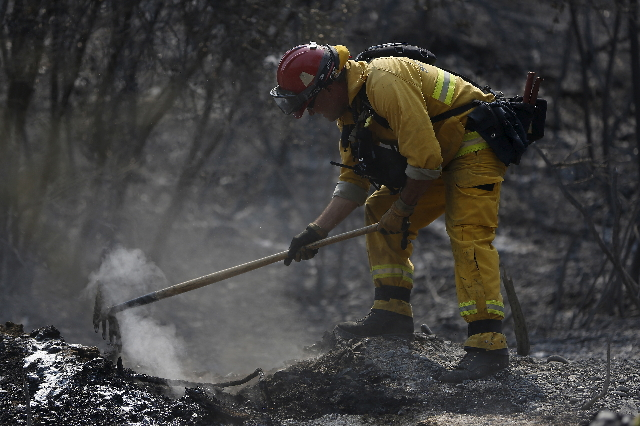 A firefighter from the Sonoma Valley Fire & Rescue Authority work on a a hotspot during the Rocky Fire near Clearlake, California August 5, 2015. (Stephen Lam/Reuters)