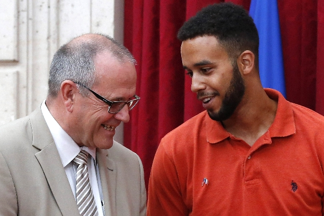 British businessman Chris Norman, left, speaks with U.S. student Anthony Sadler during a ceremony at the Elysee Palace in Paris, France, Aug. 24, 2015. (Michel Euler/Pool/Reuters)