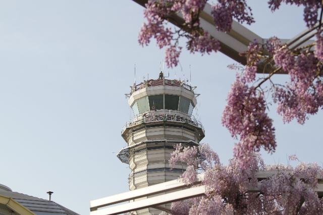 An exterior photograph of the control tower at Ronald Reagan National Airport. (CNN)