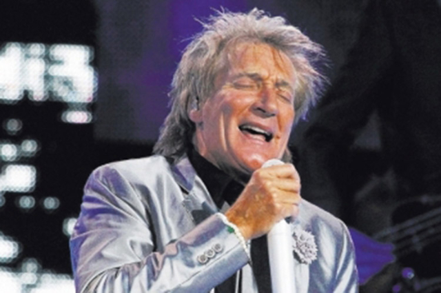 Rod Stewart, seen performing in the Colosseum at Caesars Palace in 2013, on Sunday invited fans out for drink after his show. (Las Vegas Review-Journal file)