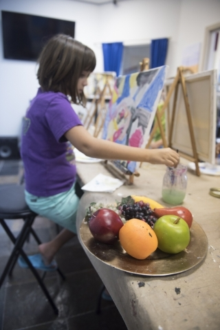 Student Emily Parkes, 9, works on her piece during the group painting class at The King Art Studio in Henderson, Wednesday, Aug. 19, 2015. (Jason Ogulnik/Las Vegas Review-Journal)