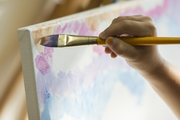 A student works on their piece during the group painting class at The King Art Studio in Henderson, Wednesday, Aug. 19, 2015. (Jason Ogulnik/Las Vegas Review-Journal)