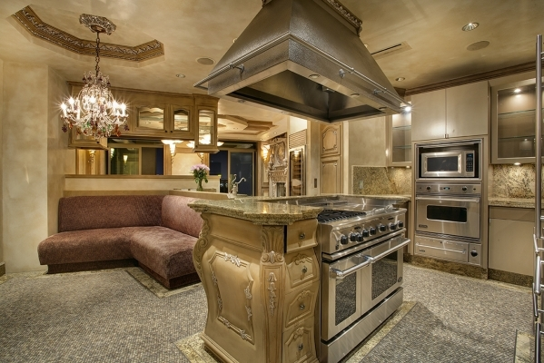 A Kitchen In The Las Vegas Park Towers Penthouse At Hughes Center 6779