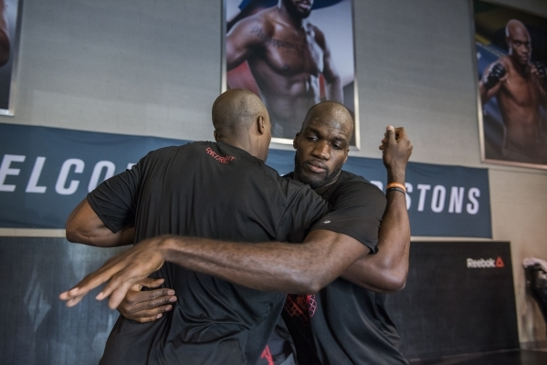 NBA basketball players Joel Anthony, right, and Anthony Tolliver of the Detroit Pistons do some MMA training at the UFC gym in Las Vegas on Wednesday, Sept. 2, 2015. (Martin S. Fuentes/Las Vegas R ...
