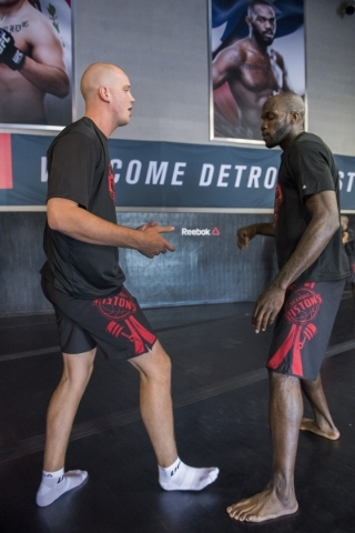 UFC heavyweight fighter, Stefen Struve, left, holds a training session with NBA basketball player Joel Anthony from the Detroit Pistons of the UFC gym in Las Vegas on Wednesday, Sept. 2, 2015. (Ma ...