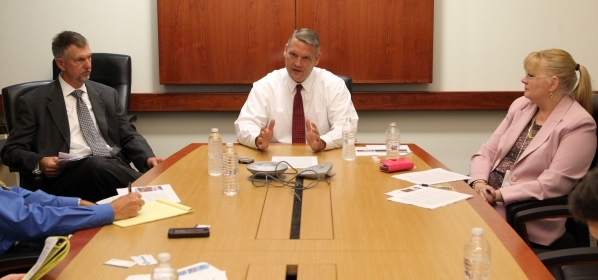 Southern Nevada Water Authority General Manager John Entsminger, center, talks about leasing water to drought-stricken California during a meeting with the Las Vegas Review-Journal editorial board ...
