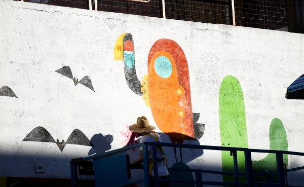 """Artist Ruben Sanchez puts the final touches on a """"Fear and Loathing in Las Vegas"""" themed mural along the wall of Inspire at Las Vegas Boulevard and Fremont Street in Las Vegas on Wednesd ..."""