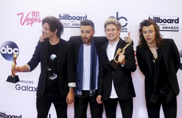 One Direction poses backstage with their awards for Top Duo or Group and Top Touring Band during the 2015 Billboard Music Awards in Las Vegas, Nevada May 17, 2015. (L.E. Baskow/Reuters)