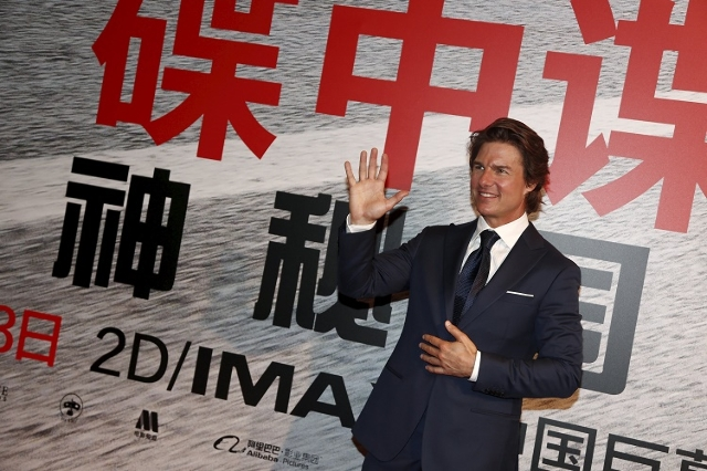 "Actor Tom Cruise poses for pictures at a screening of the film ""Mission: Impossible - Rogue Nation"" in Shanghai, September 6, 2015. (Reuters/Stringer)"