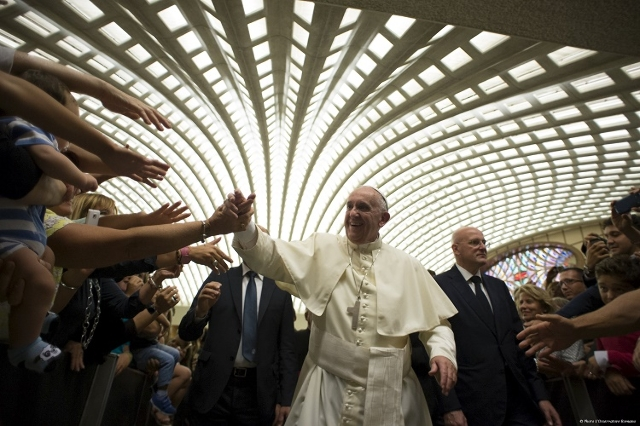 Pope Francis arrives for a meeting with directors, employees of Cooperative Credit bank of Rome and their families at the Vatican on September 12, 2015. (Reuters/Osservatore Romano)