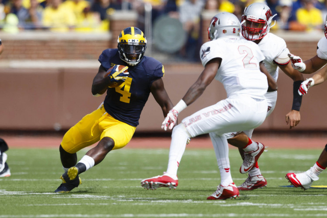 Michigan Wolverines running back De'Veon Smith (4) runs the ball in the first quarter against the UNLV Rebels at Michigan Stadium. (Rick Osentoski/USA TODAY Sports)