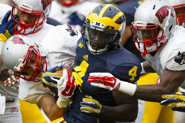 Michigan Wolverines running back De'Veon Smith (4) runs the ball in the second quarter against the UNLV Rebels at Michigan Stadium. (Rick Osentoski/USA TODAY Sports)