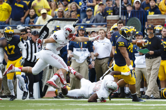 Michigan Wolverines running back Ty Isaac (32) breaks a tackle to run the ball for a touchdown in the second quarter against the UNLV Rebels at Michigan Stadium. (Rick Osentoski/USA TODAY Sports)