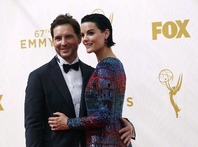 Actors Peter Facinelli and Jaimie Alexander arrive at the 67th Primetime Emmy Awards in Los Angeles, California September 20, 2015.  REUTERS/Mario Anzuoni