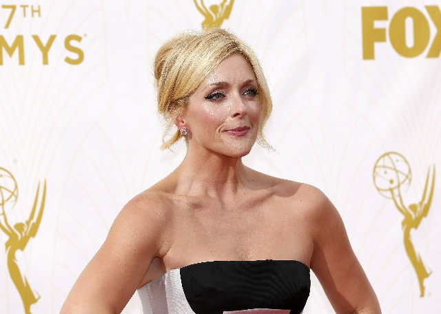 Actress Jane Krakowski arrives at the 67th Primetime Emmy Awards in Los Angeles, California September 20, 2015.  REUTERS/Mario Anzuoni