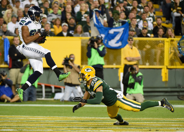 Sep 20, 2015; Green Bay, WI, USA; Seattle Seahawks wide receiver Doug Baldwin (89) catches a pass in the endzone for a touchdown against Green Bay Packers safety Micah Hyde (33) in the third quart ...