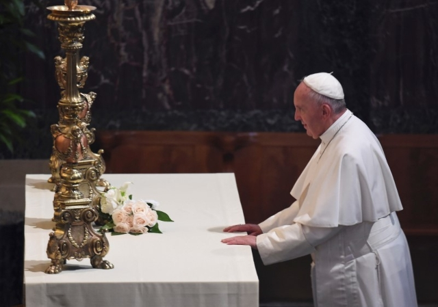 Pope Francis Pope Francis lays flowers on a side alter as he attended the midday prayer service at the Cathedral of St. Matthews in Washington September 23, 2015. REUTERS/Jonathan Newton/Pool