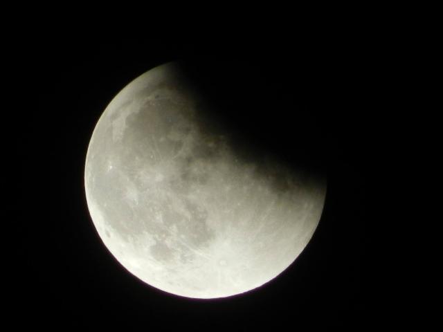 Super moon eclipse Sunday, Sept. 27, 2015 (Lisa Oettinger)