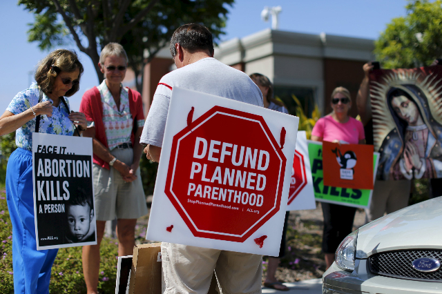 Protesters gather outside a Planned Parenthood clinic in Vista, California August 3, 2015 (Mike Blake/Reuters)